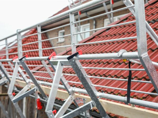 RSS Roof – edge protection sloping roofs – in use – 1 (Large)